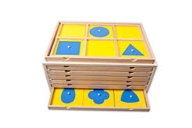 Envol_ecole_Montessori_NL23_tiroirs_geometrie